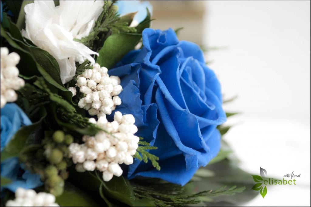 Ramo de novia rosas azules preservado Elisabet arte nupcial bodas