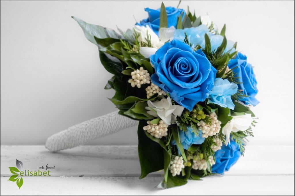 Ramo de novia rosas preservadas azules Elisabet arte nupcial bodas