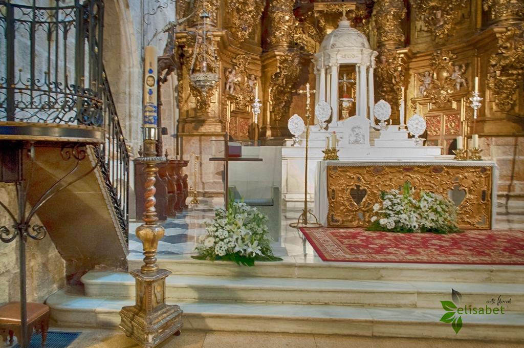 Iglesia-de-Santiago-Atril-Elisabet-arte-floral-bodas