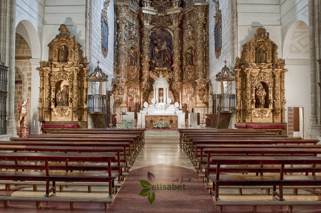 Iglesia-de-Santiago-Pasillo-central-elisabet-arte-floral-bodas